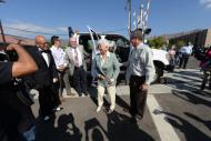Varios funcionarios a su llegada a la ceremonia.