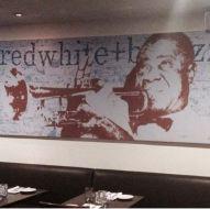 Armstrong en el restaurante Redwhite+bluezz.