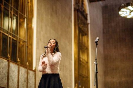 La cantante Krysti Chavez.