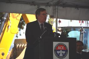 John Fasana, concejal de Duarte y miembro de la Junta Directiva de Metro.