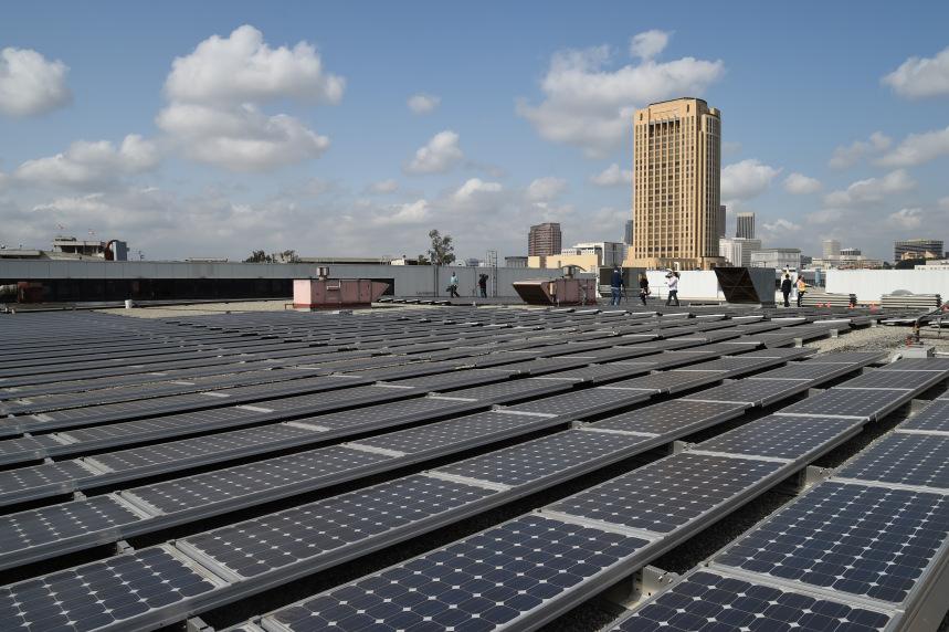 Paneles solares en la Instalación Central de Mantenimiento de Metro.
