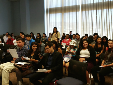 Estudiantes de ELARA en su visita a Metro.