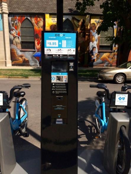 Kiosco para pagar en una estación de bicicletas.