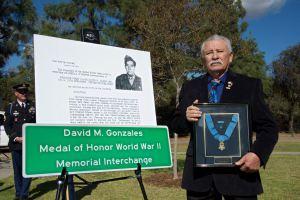 David Gonzales Jr., hijo del héroe del mismo nombre, caído en las Filipinas.
