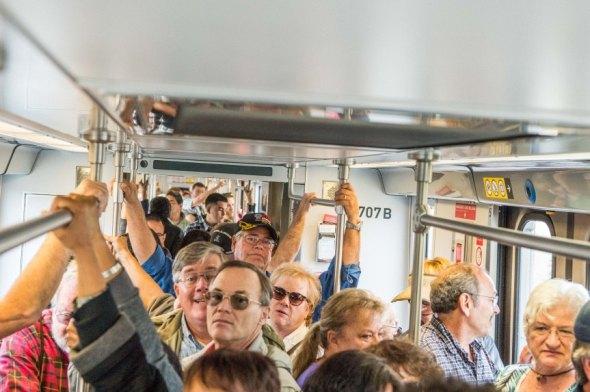 Pasajeros de la Línea Dorada. Foto: Steve Hymon/Metro.