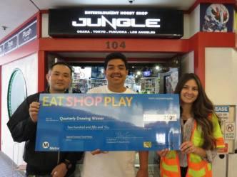 De izquierda a derecha, Entertainment Hobby Shop Jungle,el ganador Anime Jungle LA, Rene R y Regional Connector Constructors.