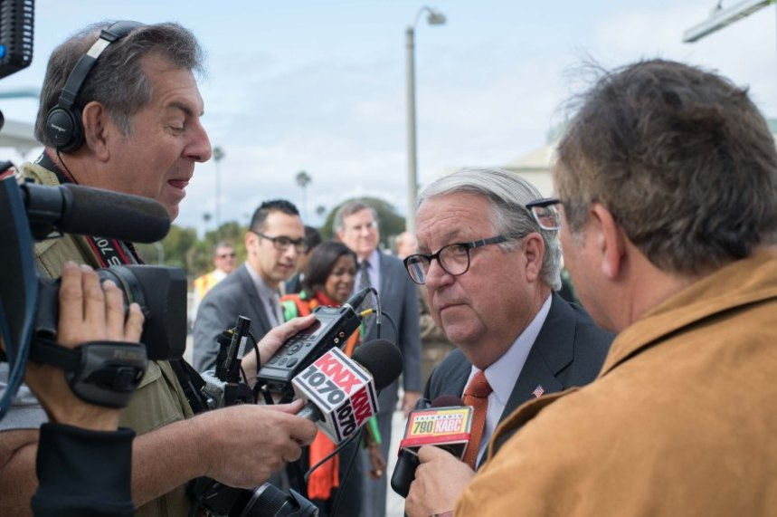 El supervisor de L.A. y miembro de la Junta de Metro, Don Knabe.