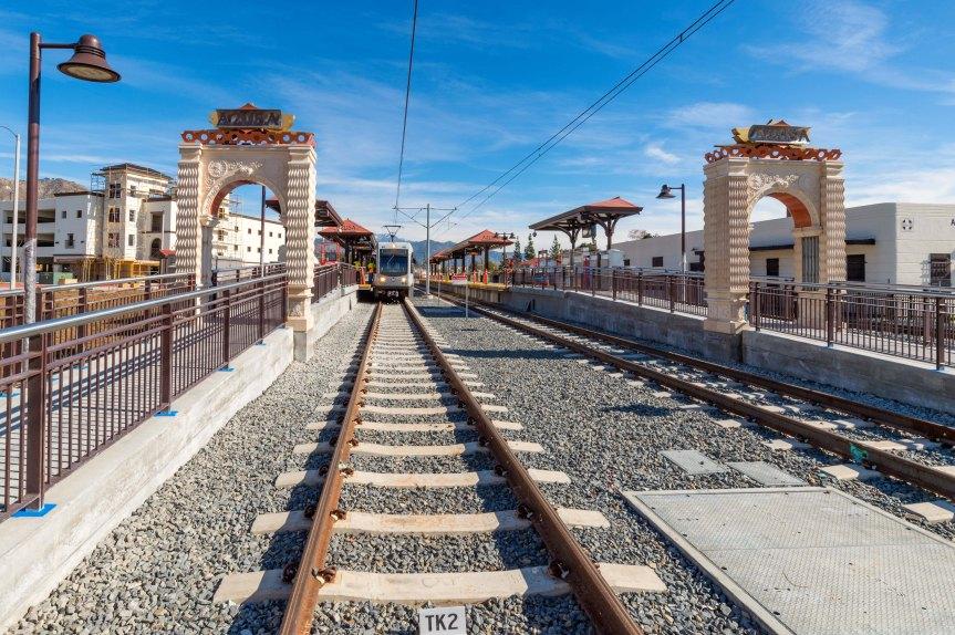 Estación Downtown Azusa de la Línea Dorada. Foto: Steve Hamon/Metro.
