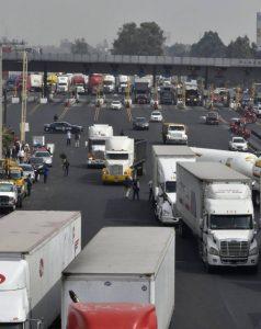 Los camiones de carga no podrán entrar de 6 a.m. a 10 a.m. a la Ciudad de México. Foto: El País.