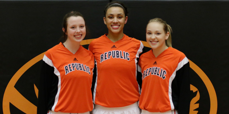 Lady Tigers Celebrate Senior Night With Dominating Win