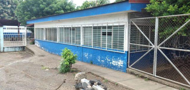 En estas instalaciones funciona el instituto sabatino José Dolores Rivera donde la profesora Claudia Morales asegura haberse contagiado de Covid-19. LA PRENSA/Lésber Quintero
