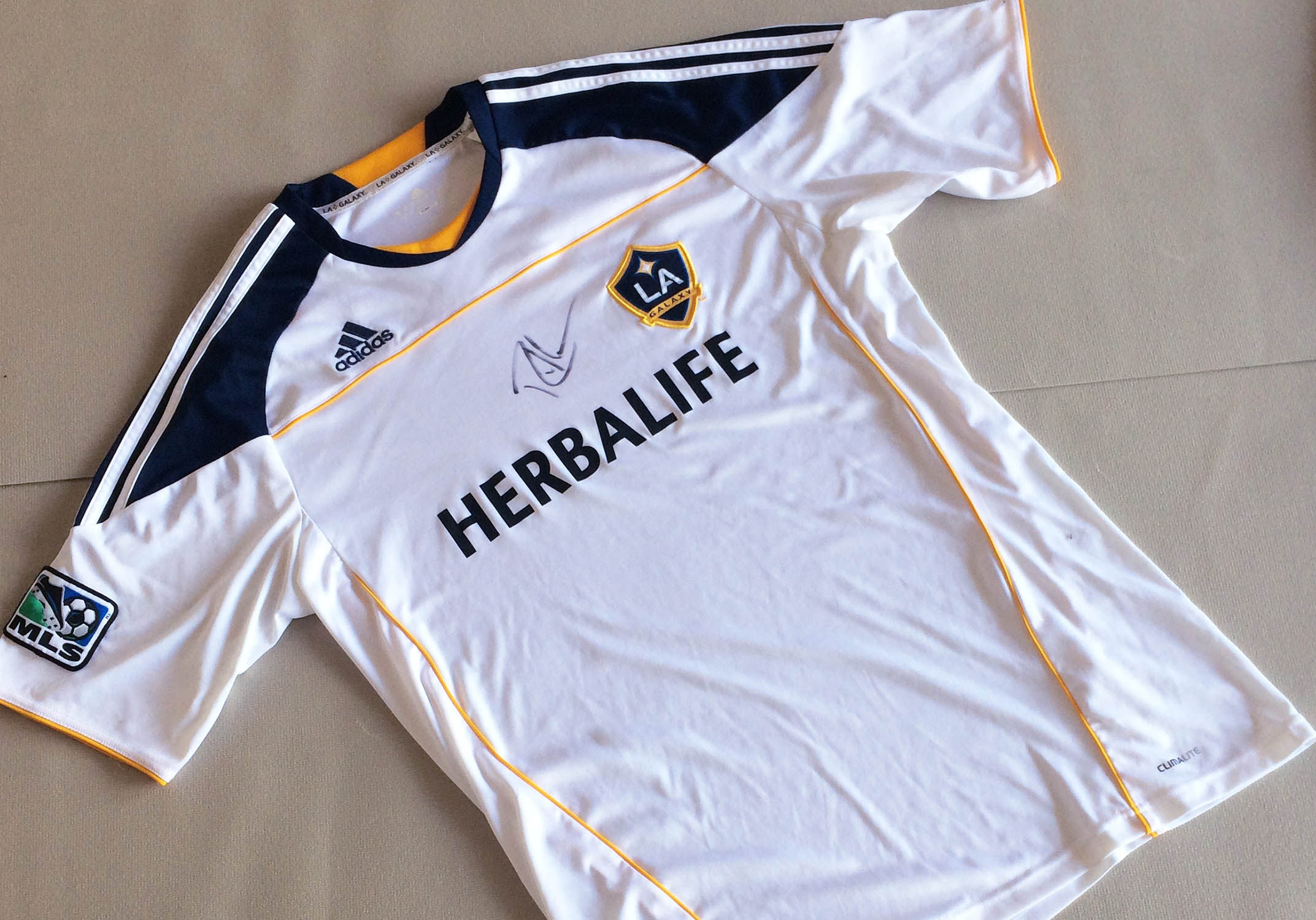 detailed look e46e7 2f465 Galaxy Jersey Autographed by Robbie Keane