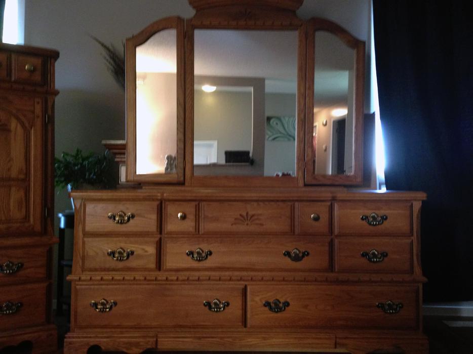 Palliser  Solid Oak 5 Piece Bedroom Set 1250 OBO North