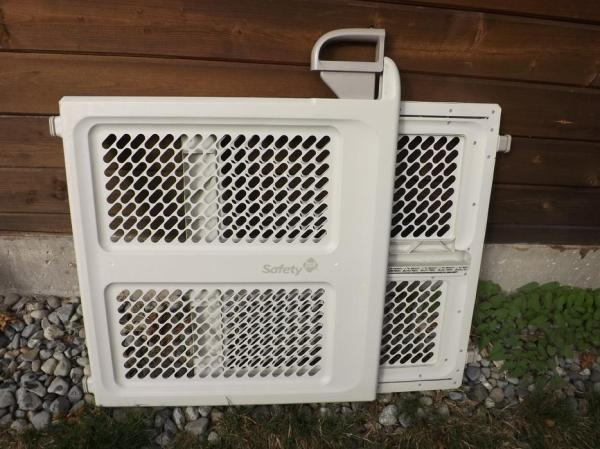 2 Safety 1st Pressure Mounted Double Lock System Plastic Baby Pet Puppy Gate Victoria City