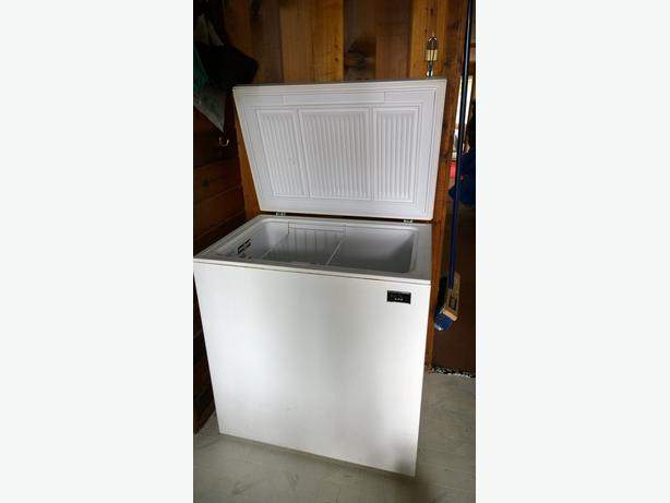 apartment size freezer  Frost Queen Campbell River