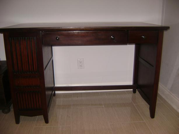 Reduced Price Pier one imports desk Victoria City Victoria