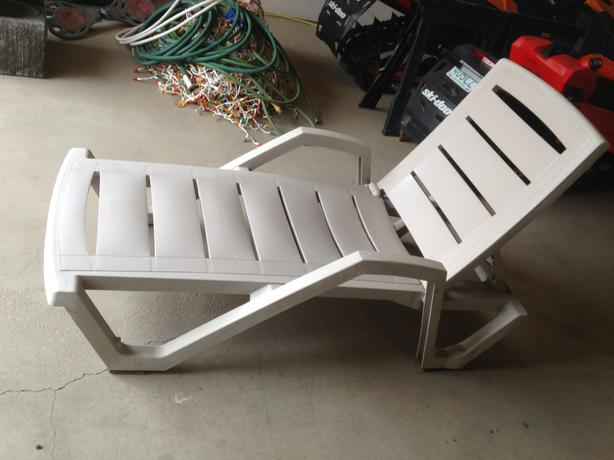 Lay down lawn chair  Furniture table styles
