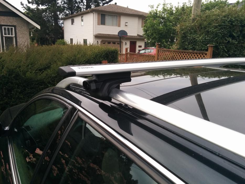 Thule Universal Roof Rack System. AeroBlade bars (bike