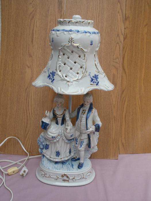 blue/white Antique Porcelain Table lamp with porcelain