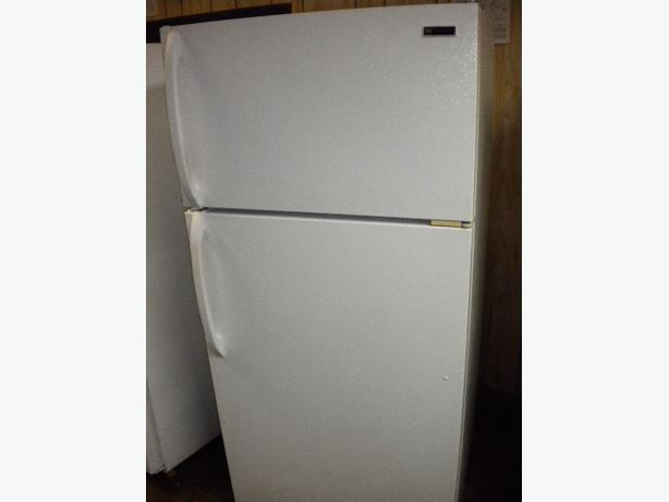 White Westinghouse 13 cu ft frost free refrigerator Victoria City. Victoria