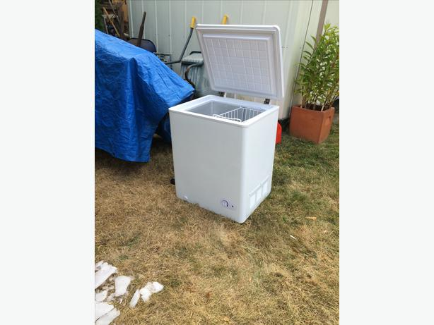 Small apartment size freezer Central Nanaimo Parksville Qualicum Beach