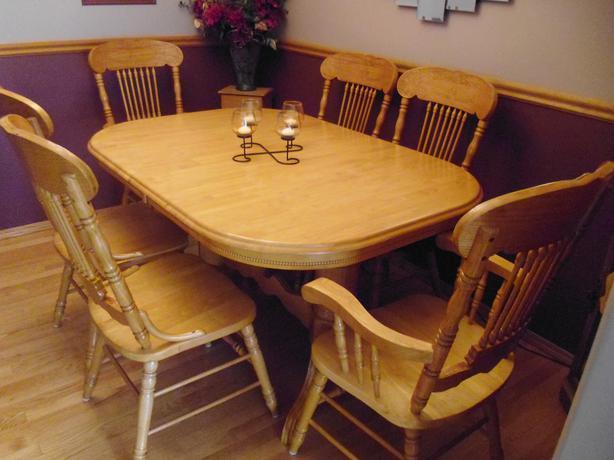 OAK DINING ROOM TABLE AND CHAIRS North Regina, Regina