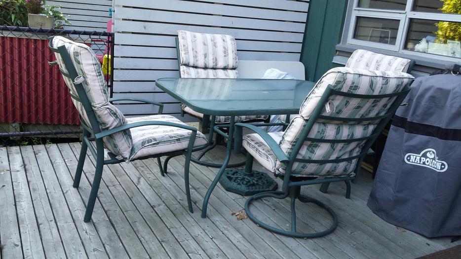Patio furniture set Victoria City Victoria  MOBILE