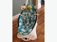 Blue Plush mamaRoo infant seat/swing in pristine condition ...