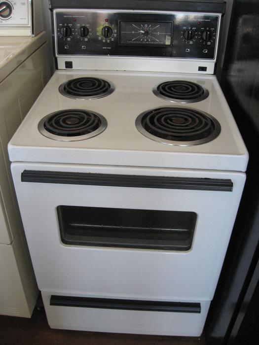 Very clean GE apartment size stove Victoria City Victoria
