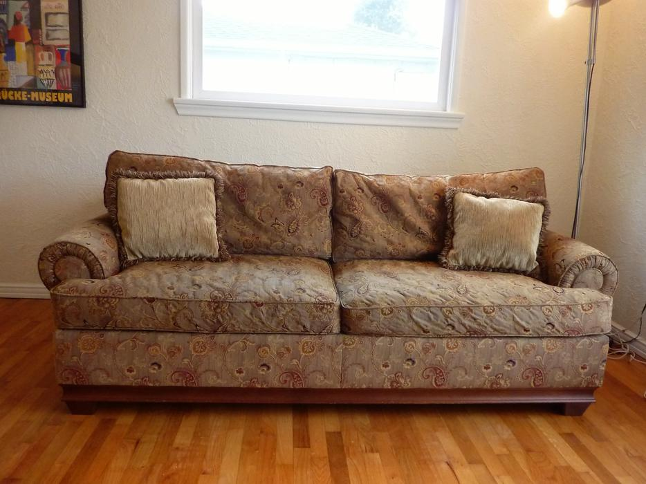 sofa covers london ontario how to dispose singapore beautiful traditional - in great shape oak bay ...