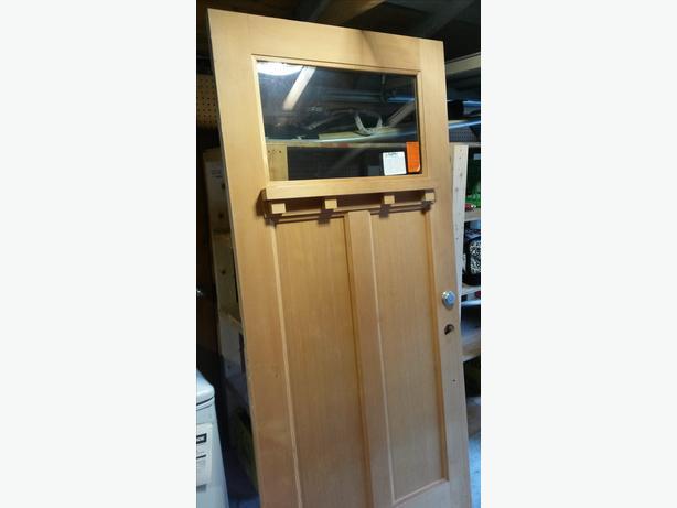 36 inch solid wood front door Victoria City, Victoria
