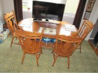 Solid wood-maple kitchen table and 4 chairs Victoria City ...