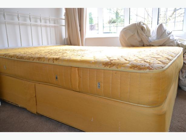 King Size Slumberland Divan Bed With Metal Headboard