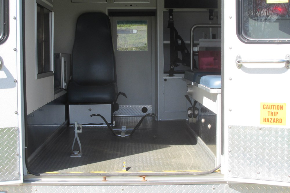medium resolution of 2006 ford econoline ambulance image image image image