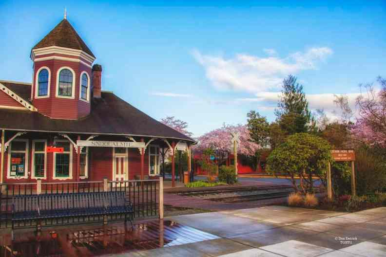 Snoqualmie-Depot-Closeup-Spring-early-morning-4-10-17