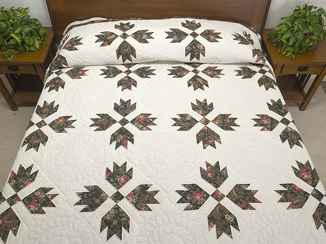 Dark Green and Rose on Cream Bears Paw Quilt