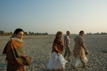 Walking the sands of Yamuna at Yogipur, near Gokul, with Tulsi, Susan and Frank Ryan (December 23, 2006)