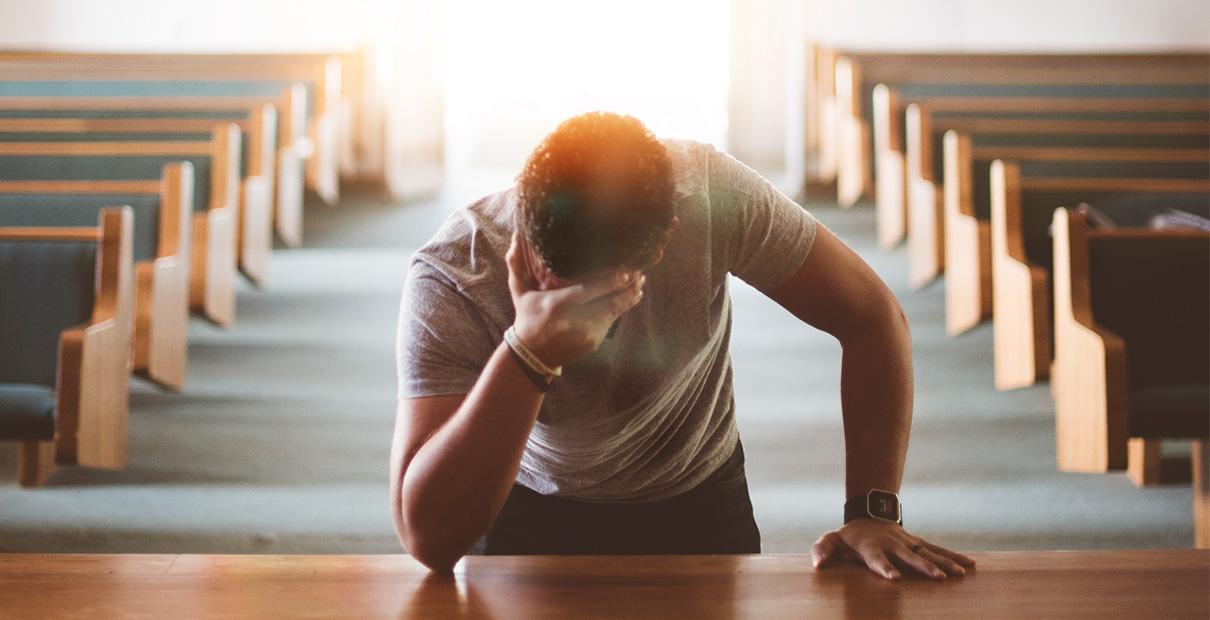 Resultado de imagem para MAN AT PRAYER