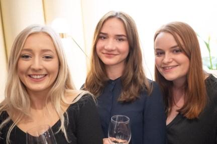 Emily Poole, Arina Procenko, Jessica Sanderson © La Siesta Press / J. Fernández Ortega