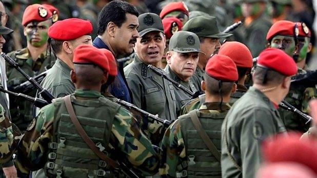 Nicolás Maduro, junto a Vladimir Padrino López, ministro de Defensa.