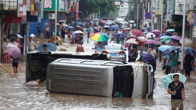 Un violento temporal causó casi cien muertos y múltiples destrozos en China (Reuters)