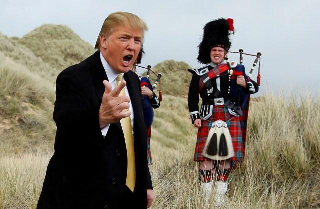 El candidato republicano a la presidencia de Estados Unidos, Donald Trump, viajó a Escocia el viernes, donde celebró el resultado del referéndum británico (Reuters)