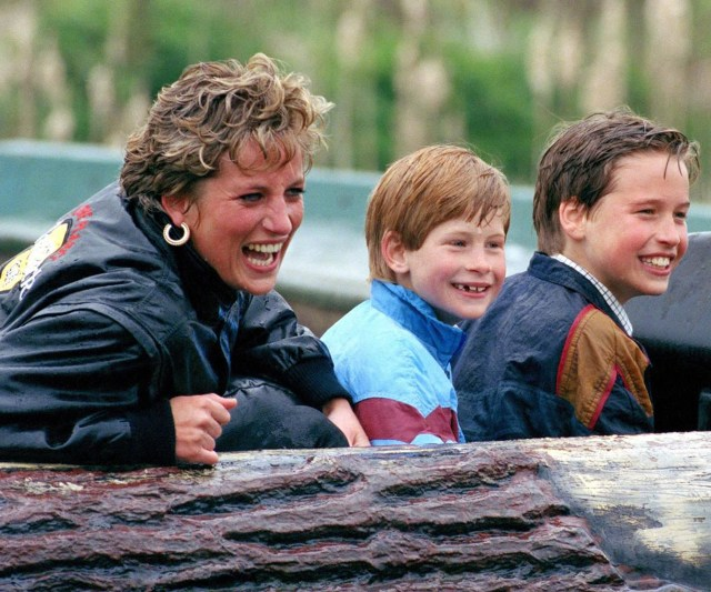 La princesa Diana junto a sus hijos, Harry y William