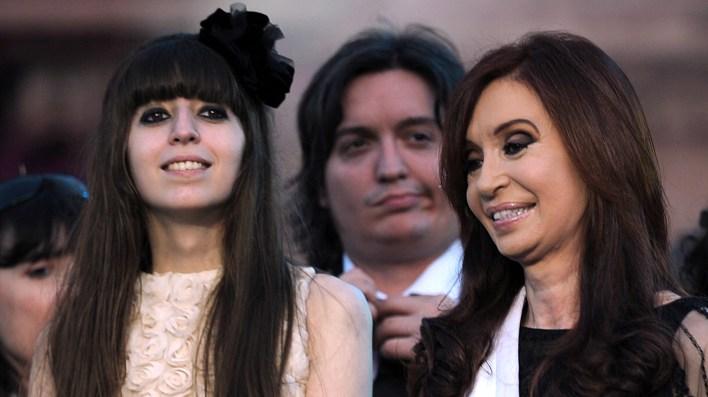 Florencia, Máximo y Cristina Kirchner (foto AFP)