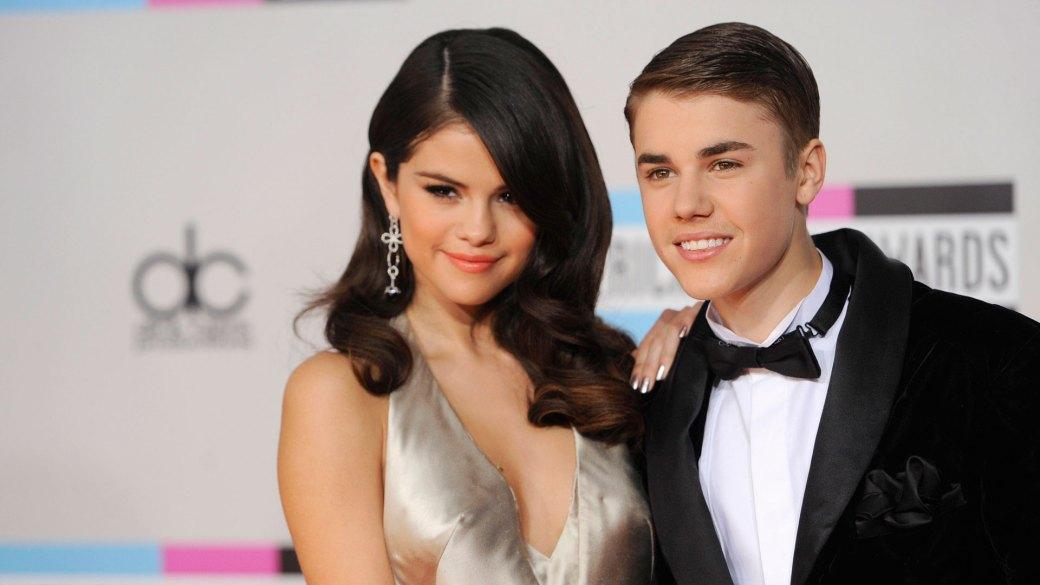 Selena Gomez y Justin Bieber, en otros tiempos (AP)