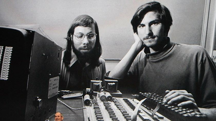 Steve Jobs junto a Steve Wozniak durante los comienzos de la empresa (Photo by Justin Sullivan/Getty Images)