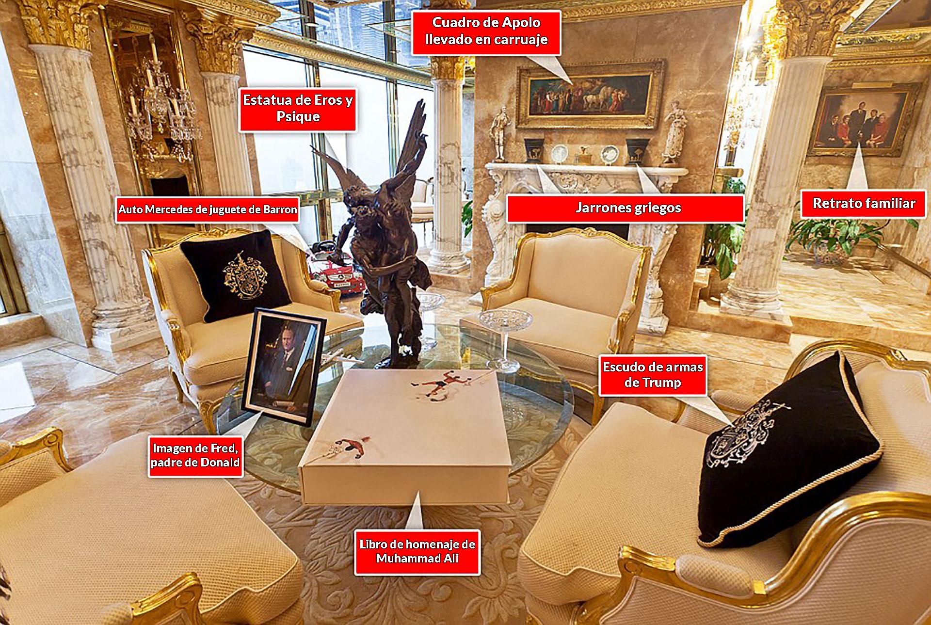 La sala de estar, entre esculturas, cuadros y retratos familiares