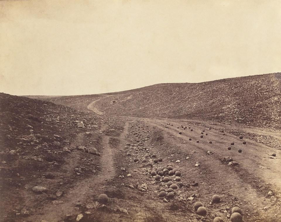 """El valle de la sombra de la muerte"" (Roger Fenton, Valle de Crimea, 1855)"