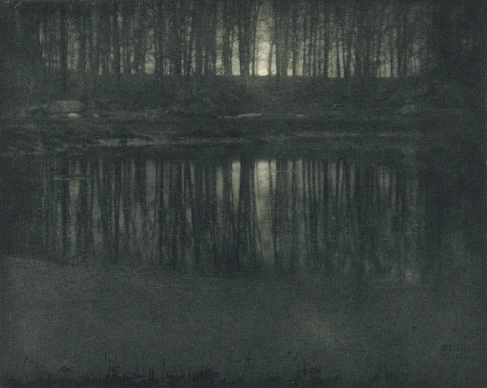 """""""Luz de la luna: el estanque"""" (Edward Steichen, Estados Unidos, 1904)"""