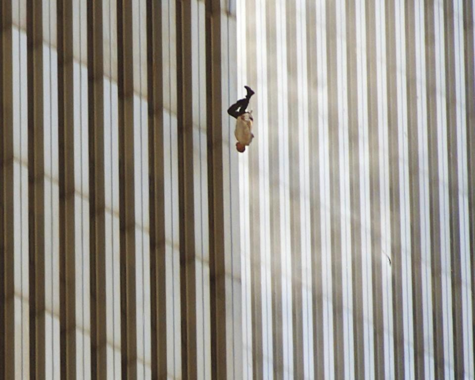 """""""Hombre cayendo"""" (Richard Drew, Estados Unidos, 2001)"""
